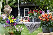 Sommer Arrangement mit Dahlien, Kalla und Blumenstrauß
