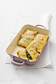 Gratinated ricotta and spinach pastries