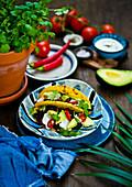 Veggie-Taco mit Avocado, Chili und Koriandergrün