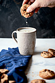 Soaking cookies with milk