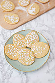 Vanilla and spelt biscuits with icing sugar for Easter