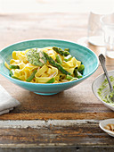 Pasta with asparagus and goat's cheese pesto