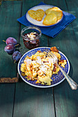 Kartoffel-Kaiserschmarrn mit Zwetschgenkompott