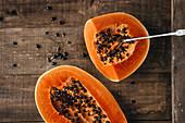 Papaya, aufgeschnitten
