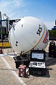 Inflatable satellite antenna