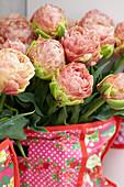 Strauß aus gefüllten Tulpen