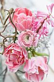 Frühlingsblüten : Tulpen, Ranunkeln, Hyazinthe