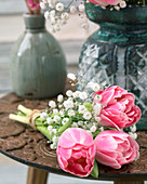 Kleiner Strauß aus Tulpen und Schleierkraut