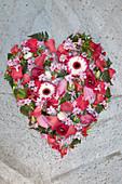 Blütenherz aus Gerbera, Tulpe und Hyazinthe
