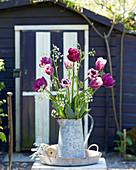 Tulpenstrauß mit Wiesenkümmel