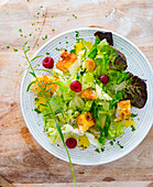 Salad with chicken nuggets, raspberries and tarragon dressing
