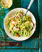 Courgette noodles with turkey breast and roasted almonds