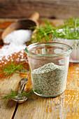 Selbstgemachtes Dill-Salz für Fisch- und Gurkengerichte