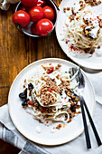 Spaghetti with minced meat, aubergines and yoghurt