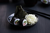 Onigiri and maki sushi with tuna and dashi cabbage (Japan)
