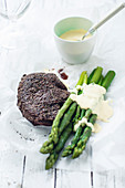 Fillet steak with asparagus and hollandaise sauce