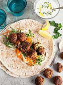 Falafel-Wraps with Hummus und Tzatziki