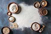 Verschiedene Zutaten für das Backen von Brot