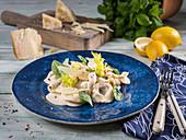 Tortellini mit Spinatfüllung, Parmesan, Zitrone, buntem Pfeffer und Basilikum