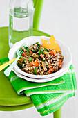 Pilaf aus braunem Reis und Gemüse