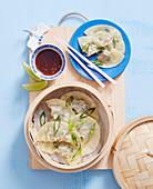 Teigtaschen mit Schweine-Gai Lan-Füllung aus dem Dampfkörbchen