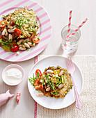 Gemüsepuffer mit Rohkostsalat und Joghurtdip