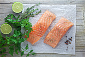 Fresh salmon fillets with herbs and limes