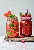 Flavoured Water mit Wassermelone und Himbeersmoothie