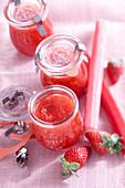 Rhabarber-Erdbeer-Konfitüre im Glas