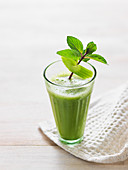 A herb smoothie with fennel, celery and orange