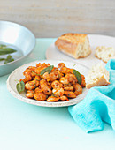 White beans with tomatoes and sage