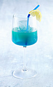 Green Mile - Cocktail mit Blue Curacao, Wodka und Ananassaft