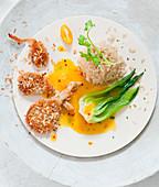 Austernpilze in Kokospanade mit Orangensauce, Paksoi und Naturreis