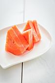 Frische Wassermelonenscheiben auf Teller
