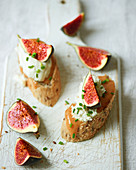 Mini sandwiches with honey, cottage cheese, chives and figs