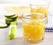 Melonen-Zucchini-Konfitüre im Glas mit Serviette