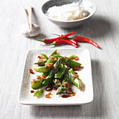 Green asparagus with glazed onions and chilli