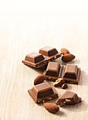 Milchschokolade mit Mandeln