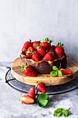 Mini cheesecake with fresh strawberries