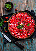 Strawberry tart with strawberry blossoms
