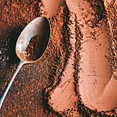 Kakaopulver mit Löffel