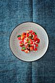 Salat mit Erdbeeren, Wassermelone und Feta (Levante-Küche)