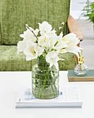 Strauß aus weißen Tulpen