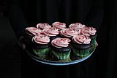 Cupcakes mit rosa Sahnecreme