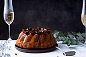 Bundt Cake mit Datteln und Salzkaramell