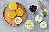 Zutaten für Rote-Bete-Apfel-Salat mit Orangen und Erdnüssen