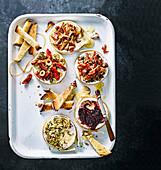Gebackener Camembert mit fünf verschiedenen Toppings