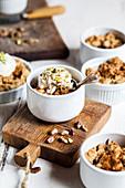 Crumble with pistachio ice cream