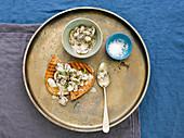 Crostini with creamy mushrooms