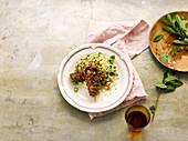 Lammspieße mit Gemüse-Reis und frischer Pfefferminze